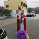 Der Nikolaus zu Besuch an der VS Oberlangkampfen